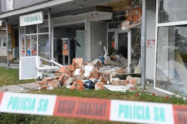 Košice: Výbuch cielený na bankomat poškodil pobočku banky, peniaze neukradli