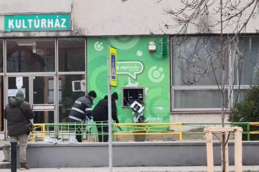 Neznámy páchateľ poškodil piatok v noci bankomat v Topoľníkoch