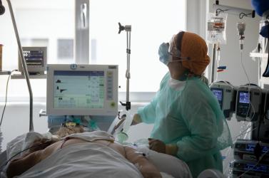 Komárno: V nemocnici pribudli mladší pacienti s ťažkým priebehom ochorenia