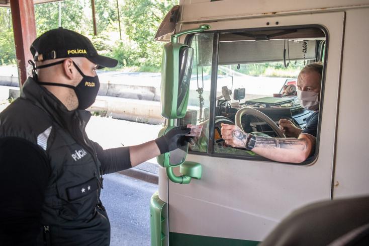 Na hraniciach bude polícia monitorovať dodržiavanie opatrení a pohyb osôb