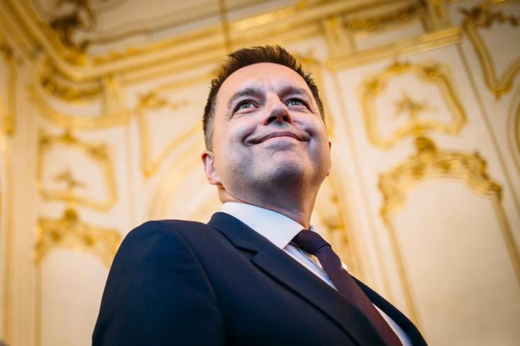ÚŠP mala pre úplatky obviniť guvernéra NBS Petra Kažimíra
