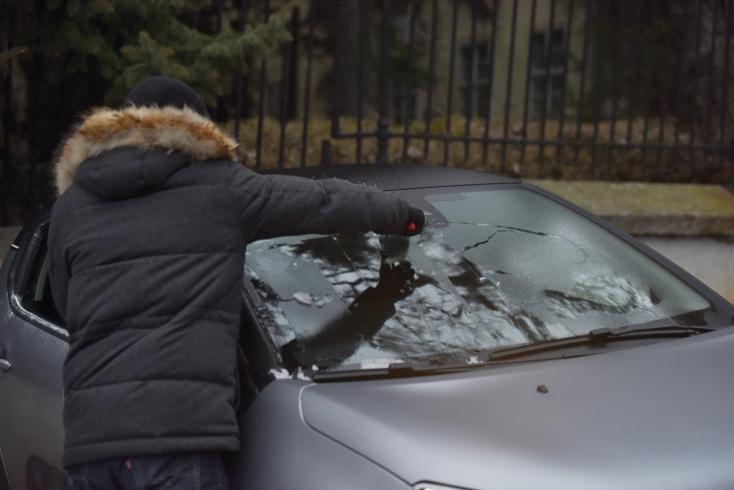 Polícia upozorňuje v Trnavskom kraji na poľadovicu