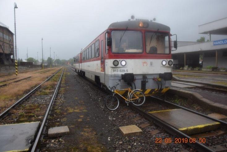 Cyklistu pod vplyvom alkoholu zachytil v Handlovej vlak