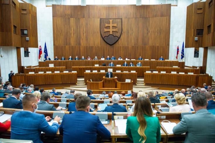 Prieskum: Voľby by vyhral Hlas-SD pred Smerom-SD a SaS