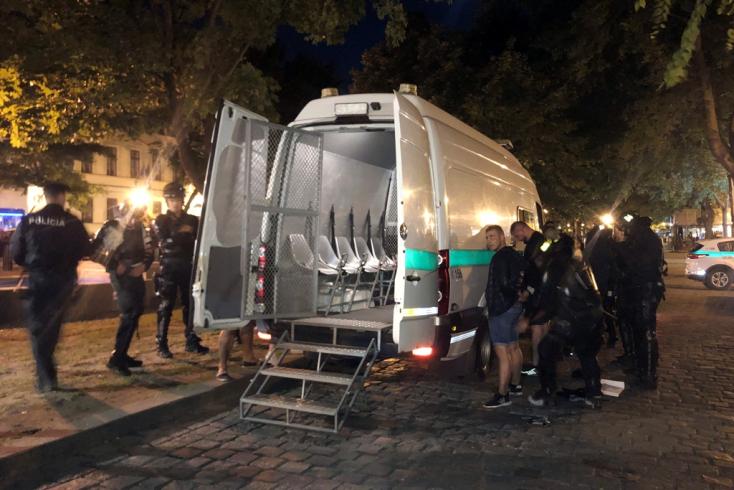 V Univerzitnej nemocnici Bratislava po stredajšej bitke ošetrili osem cudzincov