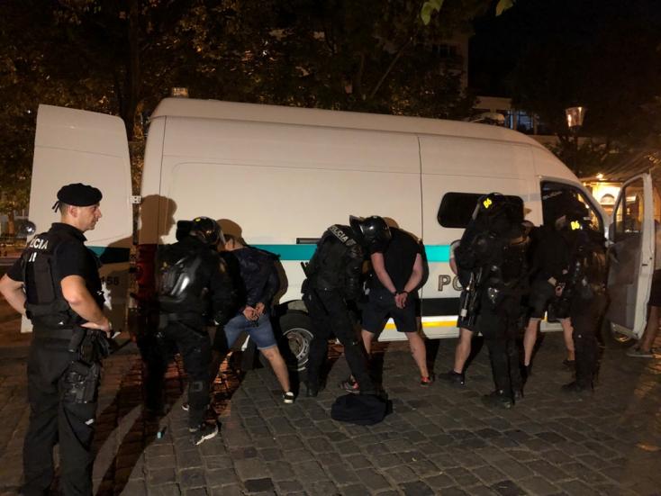 Pri bitke poľských a bulharských fanúšikov zasahovalo 100 policajtov