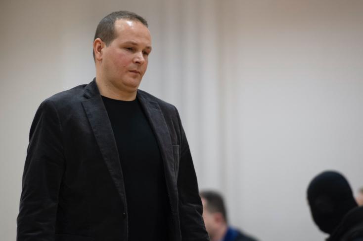 Na sledovaní novinárov sa podieľal aj policajný vyšetrovateľ Š. Mlynarčík