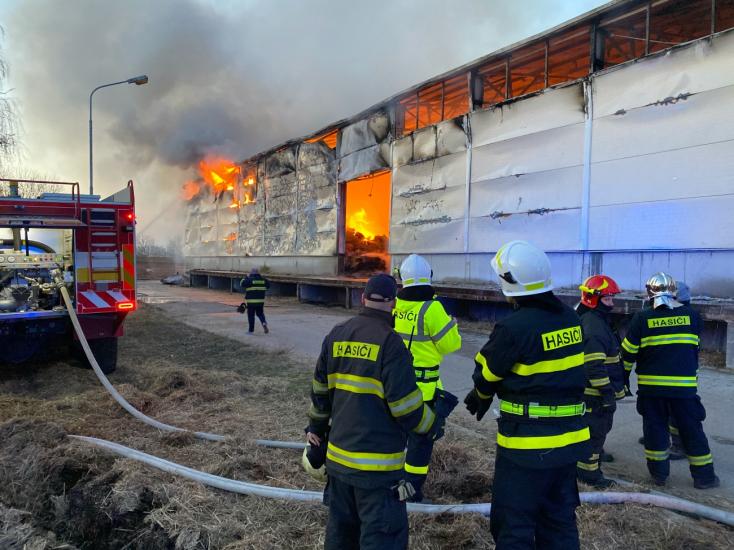 Požiar haly v Dunajskej Strede sa podaril hasičom lokalizovať