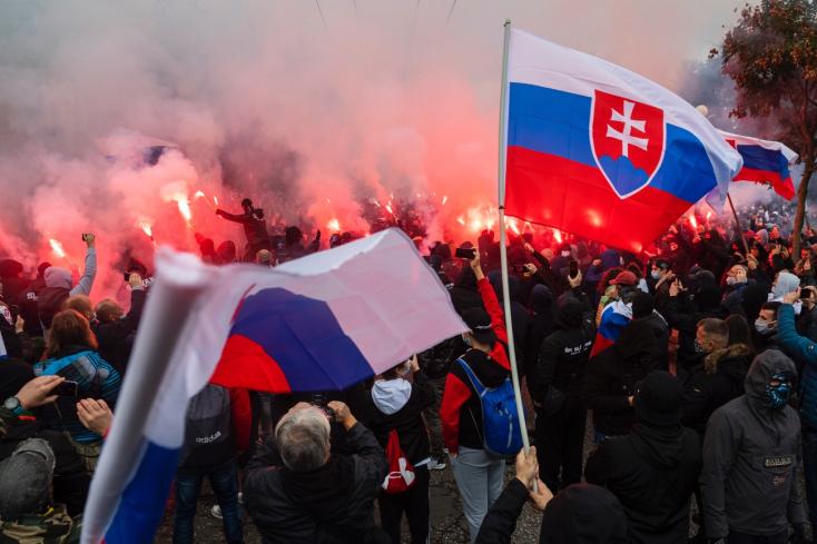 Bratislava: Polícia na mieste protestu zadržala niekoľko osôb – VIDEO