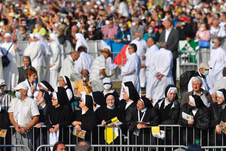 Svätý Otec prišiel do Šaštína, čakajú na neho už desaťtisíce ľudí