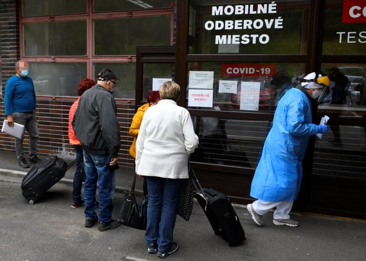 Na Slovensku pribudlo 880 prípadov nákazy novým koronavírusom a 7 obetí (aktualizované)