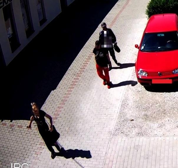 Trojica vylákala od ženy v Sládkovičove 5000 eur