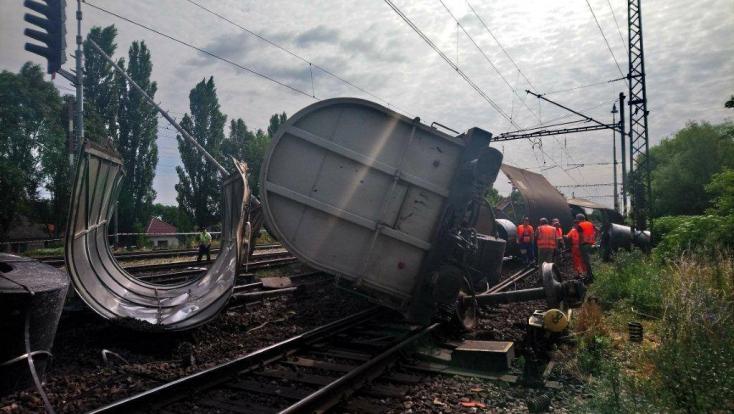 Pri Šali sa vykoľajil nákladný vlak