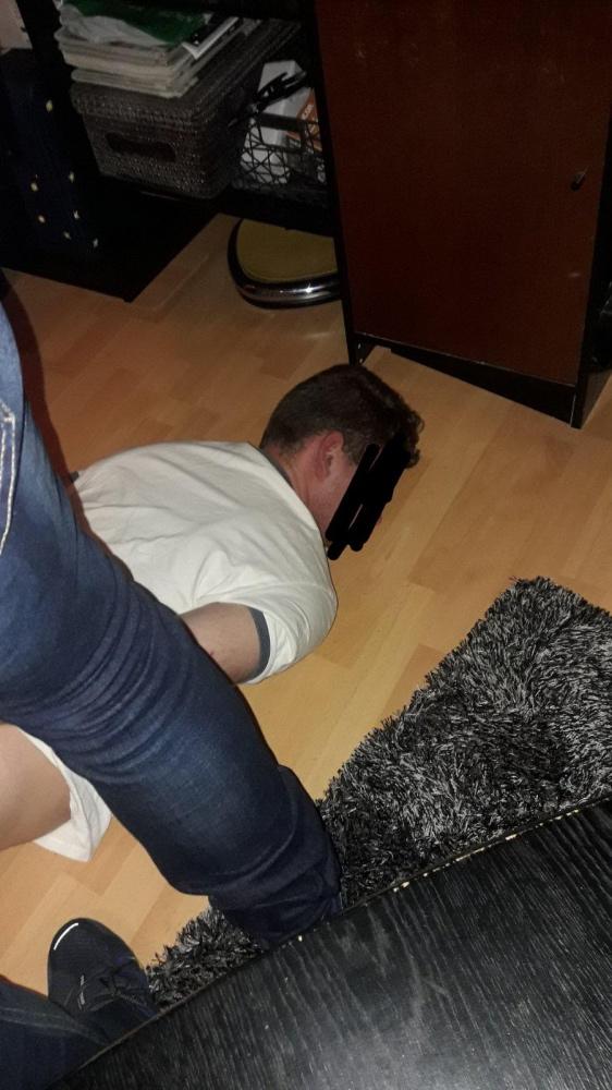 Mladík, ktorý v B. Bystrici nožom zaútočil na ženu, ide do väzby, svoj čin ľutuje