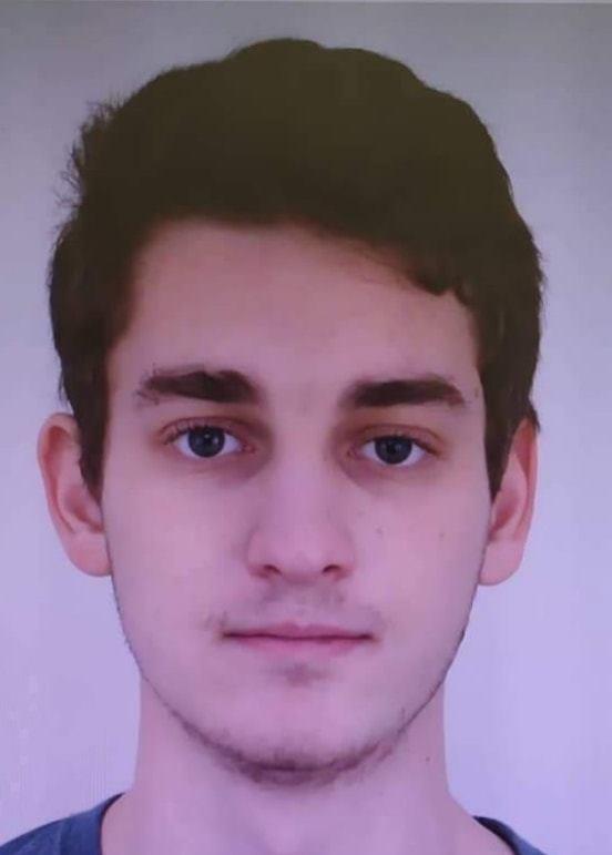 Polícia stále hľadá 22-ročného muža, ktorý zranil nožom mladú ženu