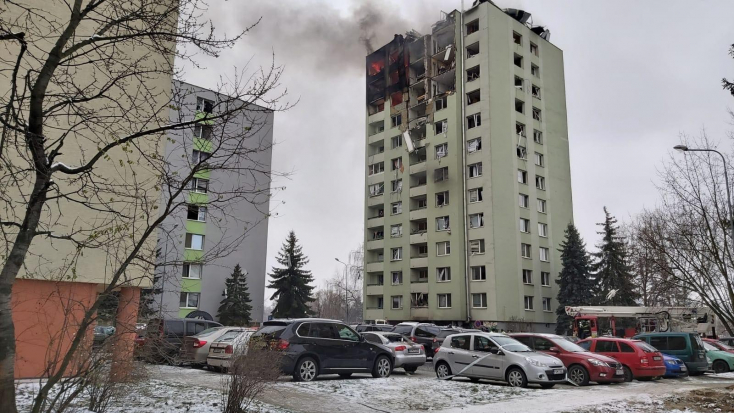 Prešov: Z bytovky, v ktorej vybuchol plyn, vypadol človek