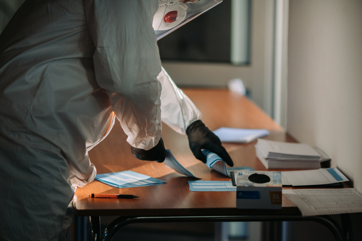 Vo väčšine okresov Slovenska sa od pondelka netreba preukazovať testom