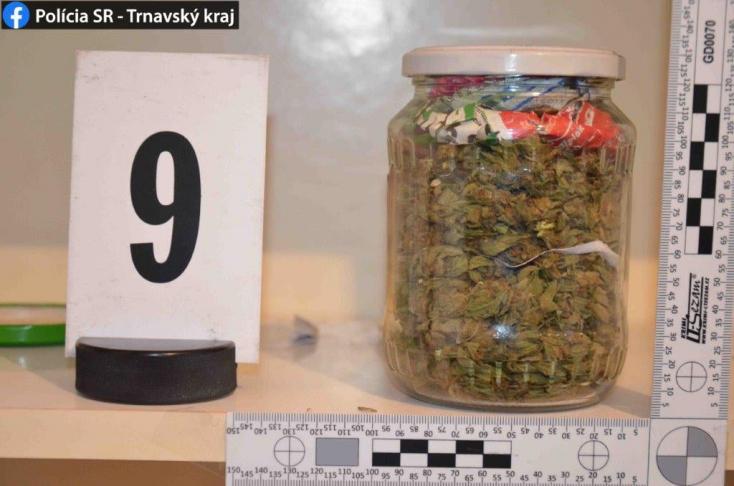 Polícia: V rodinnom dome v Šoporni odhalila drogy