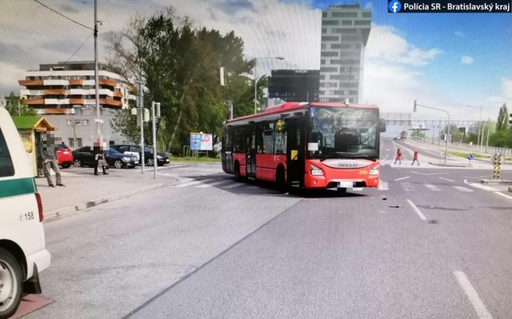 V Petržalke zrazil autobus MHD chodkyňu, utrpela ťažké zranenia