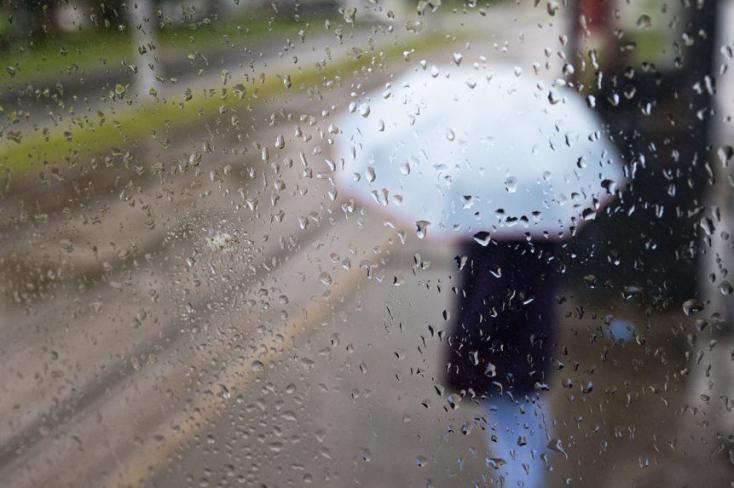 SHMÚ: Búrky s krúpami sa môžu v sobotu vyskytnúť takmer na celom území Slovenska
