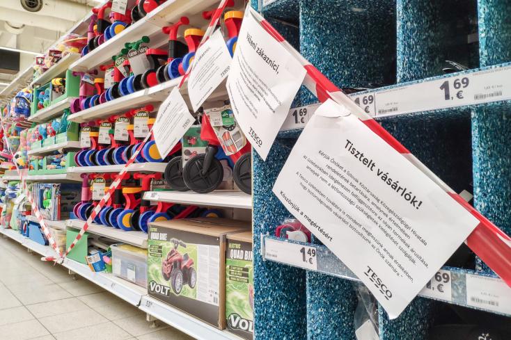 Od pondelka sa uvoľnia opatrenia, otvoria sa obchody aj služby