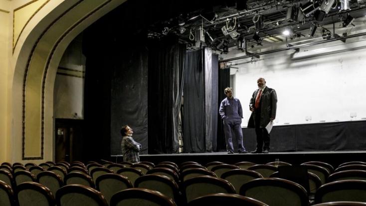ÚVZ: Od pondelka sa zvyšujú povolené počty divákov na kultúrnych podujatiach