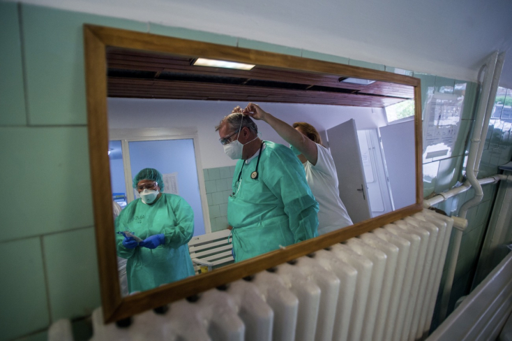 Na Slovensku pribudlo 378 prípadov nákazy, počet obetí sa zvýšil o 34
