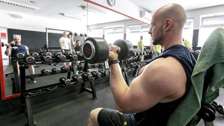 ÚVZ SR:Zamestnanci vo wellness či fitnes zariadeniach musia naďalej nosiť rúško