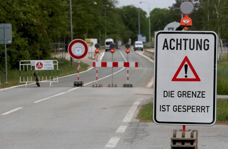 Rakúsko dočasne pre pandémiu sprísňuje kontroly na hraniciach so Slovenskom