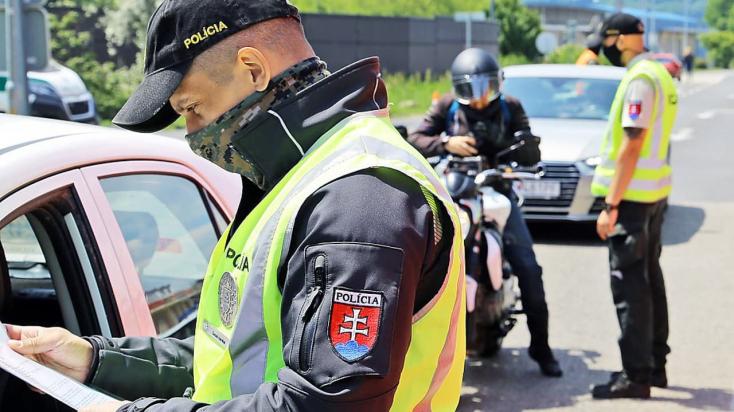 Režim na hraniciach sa od pondelka uvoľňuje, kontroly budú náhodné