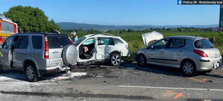 Pri nehode v Ivanke pri Dunaji sa zranili dve osoby