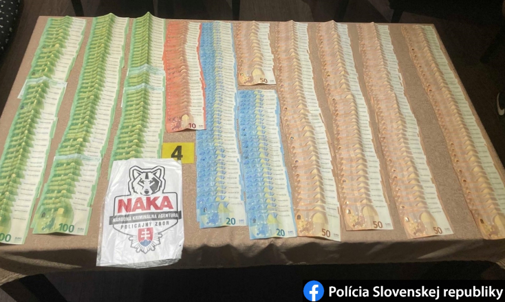 NAKA zasahovala v okrese Lučenec, obvinila dílerov drog