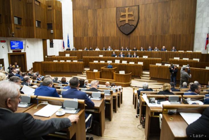 Prieskum: Voľby by v júni vyhral Hlas-SD pred SaS a Smerom-SD