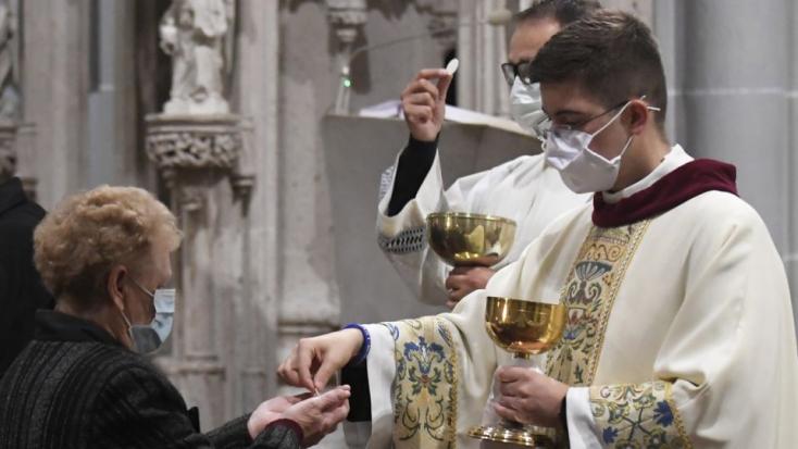 Na svätých omšiach môže byť šesť ľudí vrátane kňaza, potvrdila KBS