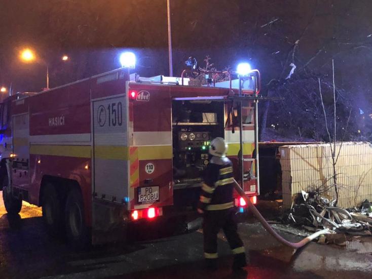 Hasiči nahlásili ráno likvidáciu požiaru po výbuchu v bytovke