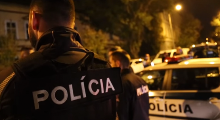 V Nitrianskom a Bratislavskom kraji zasahovalo 142 policajtov NAKA - VIDEO