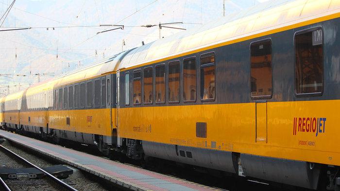 Z Bratislavy nejazdia vlaky smerom do Komárna, vlak zrazil človeka
