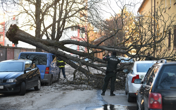SHMÚ: Pre časť západného Slovenska zvýšil výstrahu pred vetrom na 3. stupeň