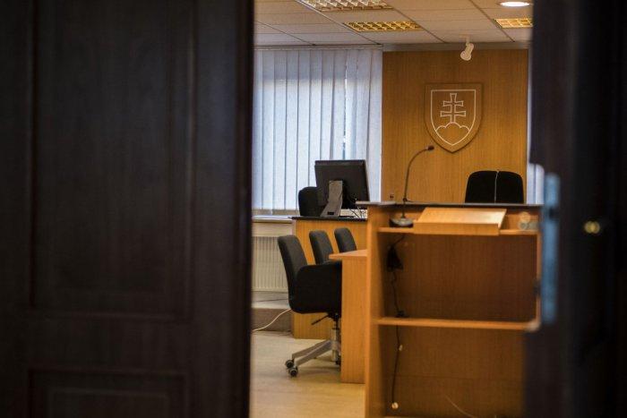 V prípade vraždy ženy v Bratislave sa obžalovaný Alexander B. priznal