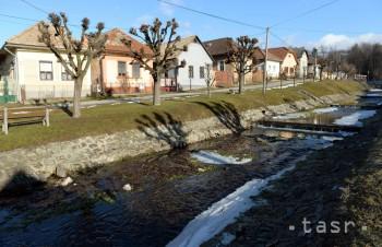 Vlastníci nehnuteľností by sa mali povinne pripojiť na kanalizácie