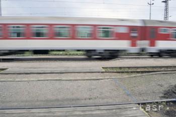Miloš z Bratislavy sa vo vlaku vyhrážal mužovi, potom ho napadol