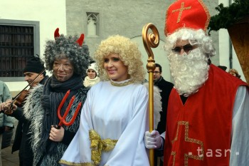 Mikuláš s pomocníkmi otvoria Vianoce v Prievidzi