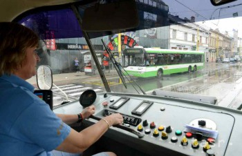 Pre poškodené trolejové vedenie nepremáva trolejbus na Hlavnú stanicu