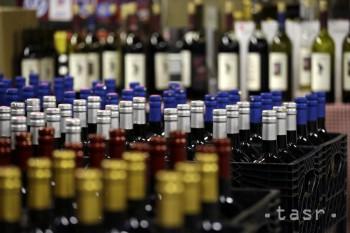 Žilinskí colníci našli takmer 300 fliaš alkoholu s neplatnou známkou