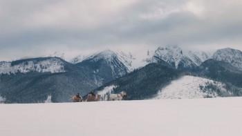 Snehová vrstva je stabilizovaná, na horách trvá malá lavínová hrozba