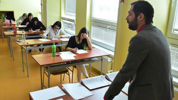 Návrh zvýšiť platy začínajúcim učiteľom dostal na výbore zelenú