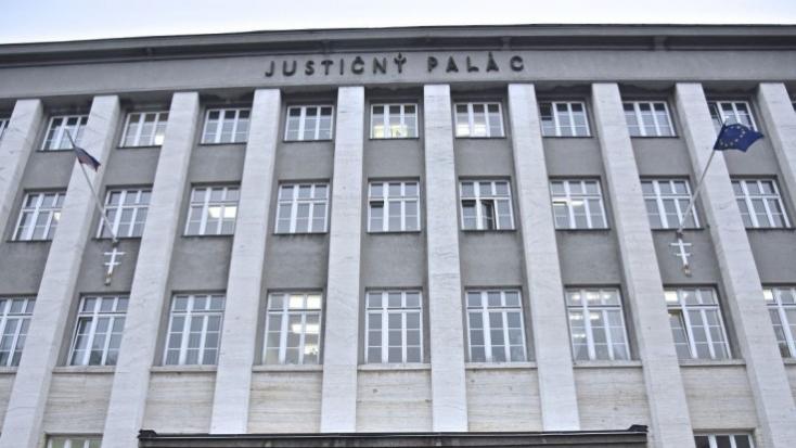 O väzbe osôb zadržaných v rámci akcie ÚIS bude rozhodovať súd v stredu