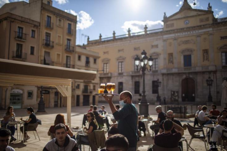 ÚVZ SR odporúča zvážiť cestovanie do niektorých regiónov Španielska a Chorvátska
