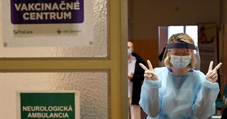 Na Slovensku pribudlo 620 prípadov nákazy, počet úmrtí sa zvýšil o 77