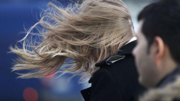 SHMÚ varuje pred silným vetrom na celom Slovensku aj na horách